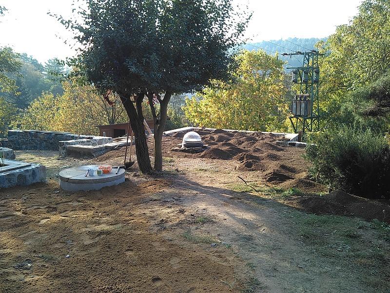 Hrubé terénní úpravy pozemku a postupné doplňování zeminy